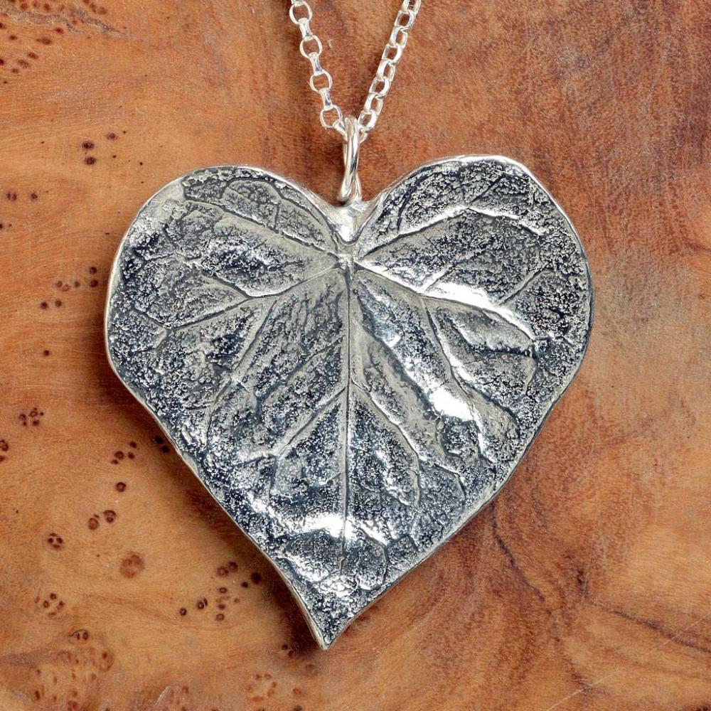 Halsband, hjärta i löv