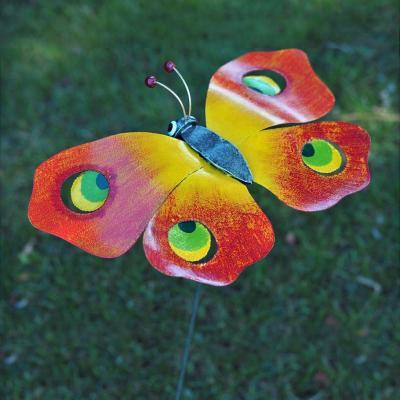 Fjäril i målad plåt