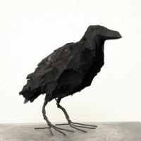Kråkor svarta i trä